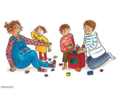 Une famille joue à des jeux de construction, de gauche à droite, une mère, une fille, un garçon et un père.