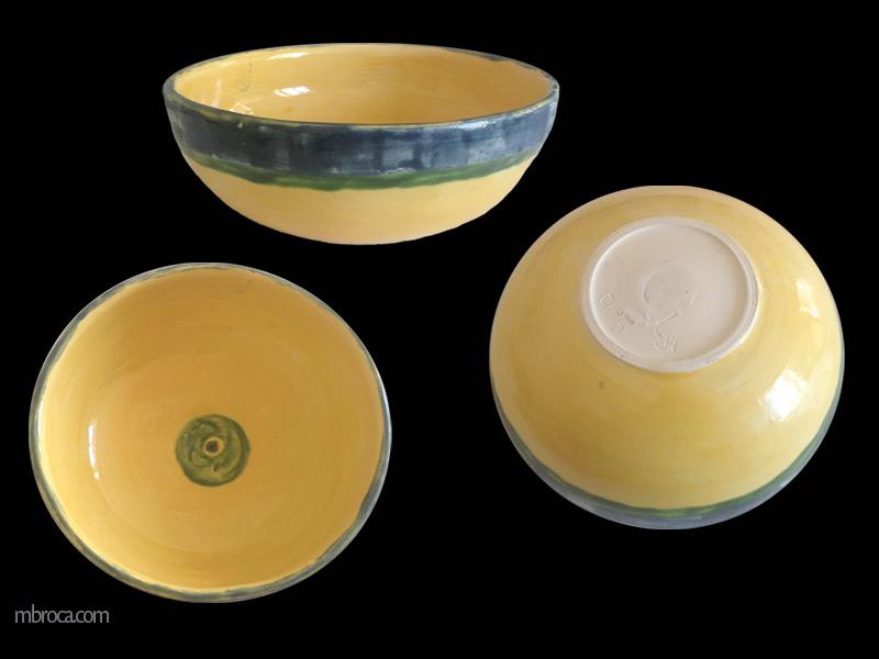 trois vues d'un bol jaune avec un liseret vert et une bande bleue