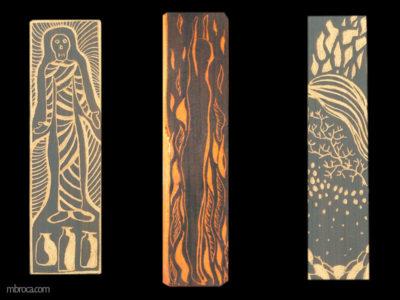 Trois sgraffites rectangulaires dans le sens de la hauteur. Une momie sur l'un, un homme au milieu des flammes les bras levés sur celui du milieu. Le troisième est abstrait.