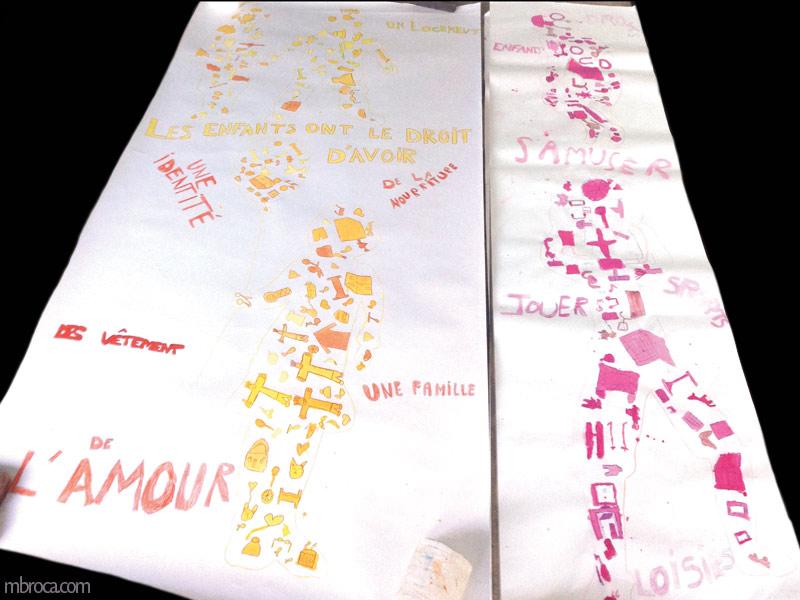 deux fresques. Silhouettes d'enfants composés par des objets colorés.