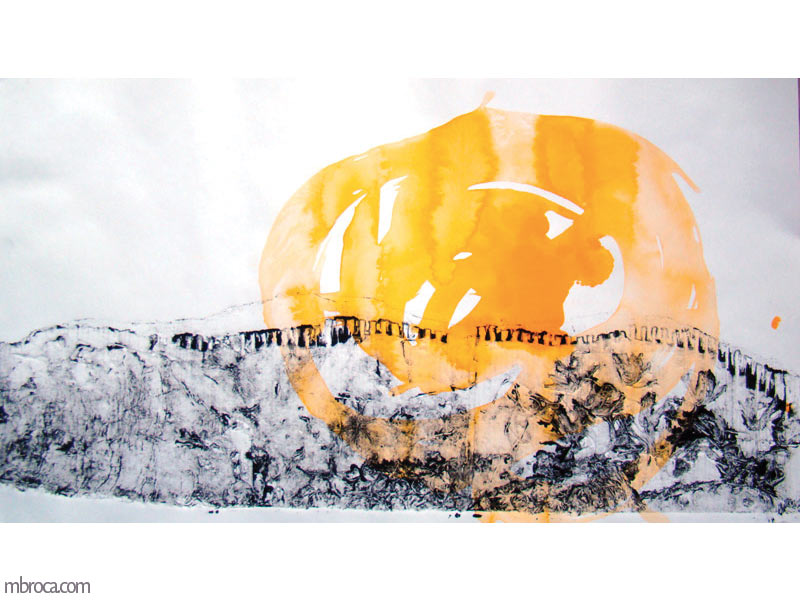 une forme texturée représentant une montagne. une tache jaune figure le soleil