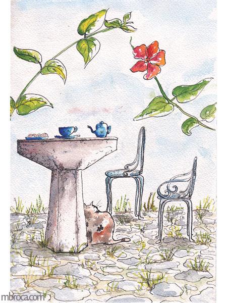 une table avec des tasses et une théière bleue. Des chaises en métal et un chat. Des fleurs rouges