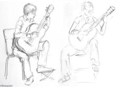 Un garçon et une fille jouent de la guitare.