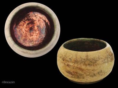 Deux vue d'un bol en raku, une vue de haut et une de face.