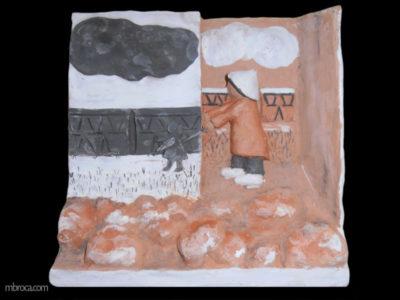 Projet pédagogique, un bas relief, rouge, rose, blanc, et noir. un bonhomme tient une marionette en ombres chinoises.