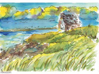 œuvres une maison en pierres, le ciel nuageux, la mer et de l'herbe.