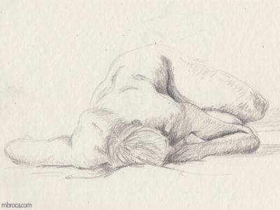 une femme nue allongée de face.