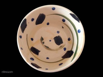 Décoration abstraite en bleue noir, orange et vert sur fond crème