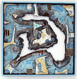peinture et reliefs abstraits dans les tons bleus et jaunes.