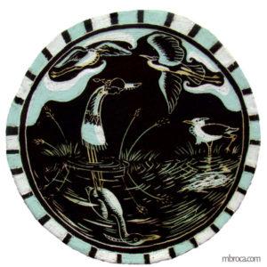 une illustration ronde, une fille indienne face à héron, son reflet en héron dans l'eau et deux hérons dans le ciel.