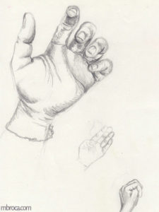 Trois mains.