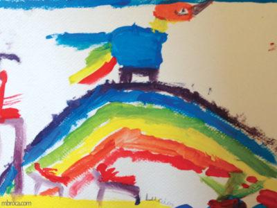 Mélanges des couleurs primaires : un oiseau sur un arc en ciel et des personnes autour.