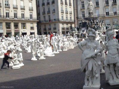 Le voyage à Nantes : une centaine de statues blanches