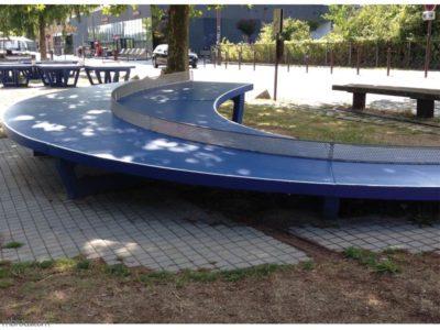 Le voyage à Nantes : table de ping pong en arc de cercle