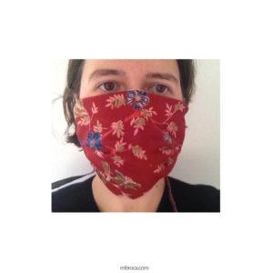 masque à trois plis sur visage de face